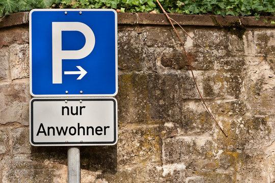 Verkehrsschild - Parken nur für Anwohner