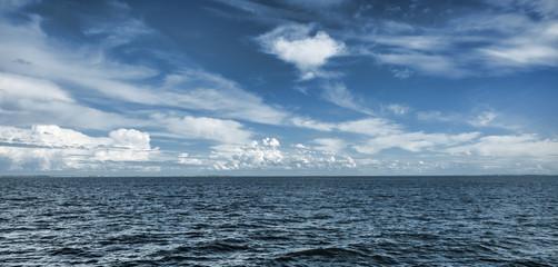 Fototapeten See / Meer Blue Horizon
