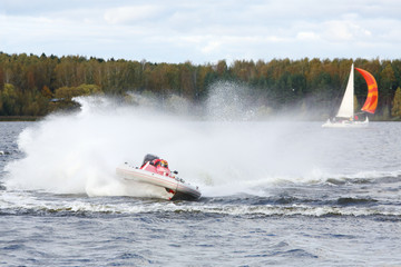 Tuinposter Water Motor sporten Man fast floats at power boat on river at competitions at autumn