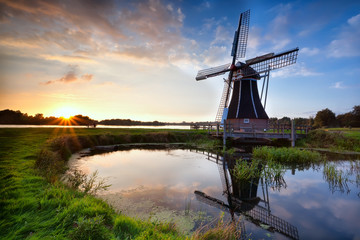 charming Dutch windmill at sunset Fototapete