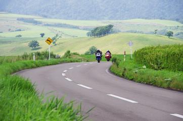 Fotomurales - コーナーにさしかかる2台のバイク