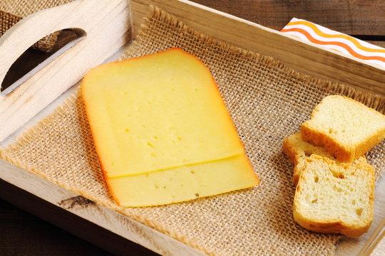 Lonchas de queso semicurado