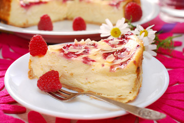 cheesecake with raspberries and almonds