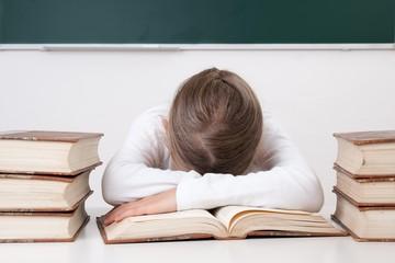 Schülerin leidet unter Stress