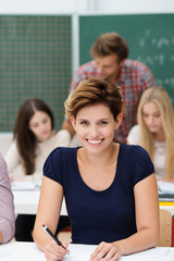 glückliche studentin im seminar