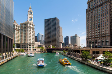 Photo sur Toile Chicago The river and the buildings of Chicago