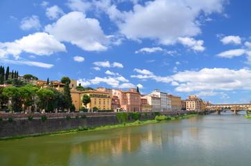Fototapeta premium Piękny widok na Ponte Vecchio na rzece Arno, Florencja, Włochy