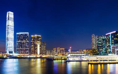 Poster de jardin Batiment Urbain Kowloon at night in Hong Kong