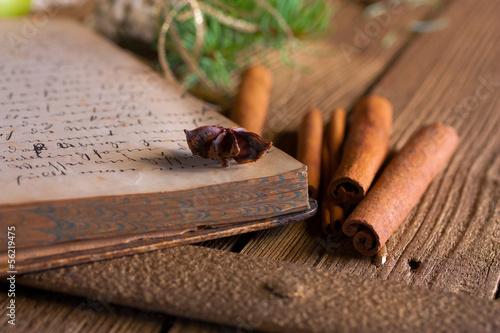 weihnachtliche gew rze und altes backbuch stockfotos und. Black Bedroom Furniture Sets. Home Design Ideas