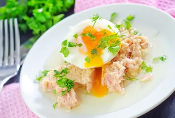salad with tuna and boiled egg