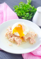 salad with tuna and boiled egg