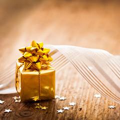 Geschenk auf Holz
