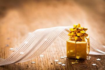 Geschenk und Schleife