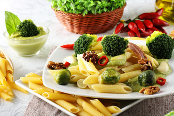 Pasta with broccoli cream and nuts