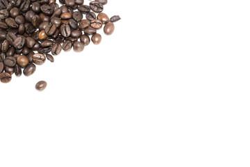 Chicchi di caffè su bianco