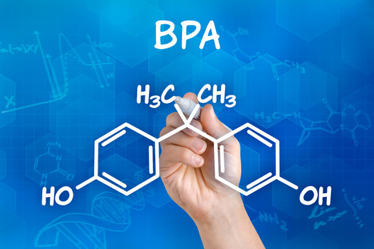 Hand zeichnet chemische Strukturformel von BPA