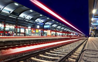 Lichter Lichtspuren Bahnhof nachts - Train Station Speed Lights