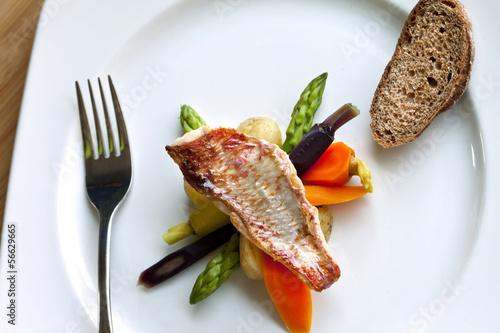 Poisson rouget cuisine gastronomie plat recette photo libre de droits sur la banque d - Recette plat gastronomique ...