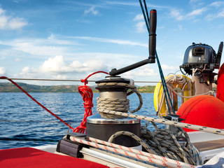 Fototapete - Sailing boat winch with rope
