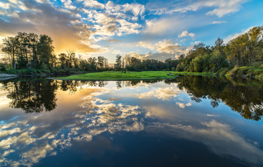 Fotomurales - Wide Angle River Clouds Reflection