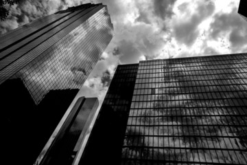Fotomurales - Black and white Houston Texas downtown mirror buildings