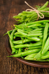 green beans on a clay plate