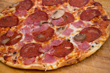 pepperoni and ham pizza