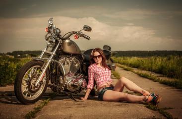 Papier Peint - Biker girl and motorcycle