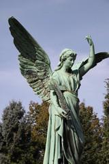 Großer Engel auf dem Friedhof