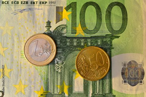100 Euro Schein Mit Münzen Stockfotos Und Lizenzfreie Bilder Auf