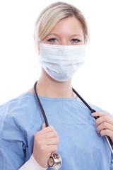 Krankenschwester mit Mundschutz und Stethoskop