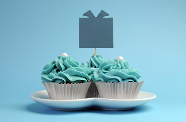 Blue theme party gift cupcakes with gift message