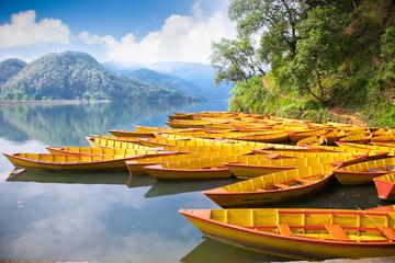 Photo sur Aluminium Népal Fishing boat at Bengas lake in Pokhara , Nepal.