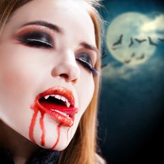 Vampirin mit Blut