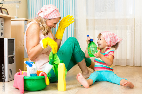 children cleaning up - HD2000×1327
