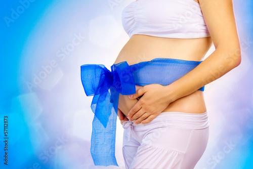 Животик беременной женщины