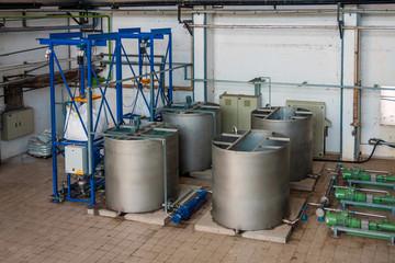 Industrial liquid tanks