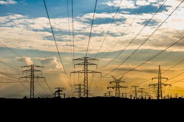 słup linii wysokiego napięcia, elektrownia - fototapety na wymiar