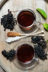 Fototapete - Fruchtiger Tee aus schwarzem Holunder