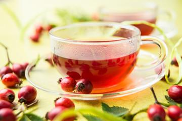 Fototapete - Roter Tee aus Hagebutten
