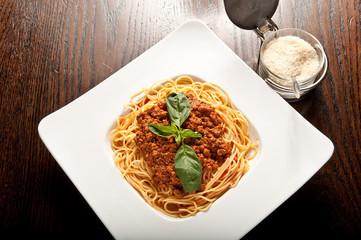 pasta, spaghetti al ragù e parmigiano