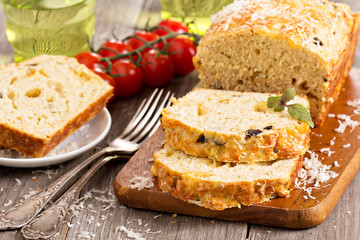 Savoury loaf cake with tomatoes, cheese and olives
