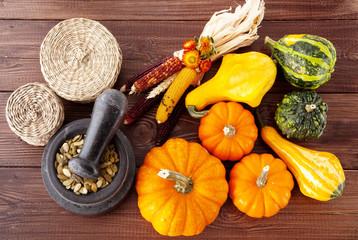 Fotoväggar - Fresh pumpkins on a wooden table