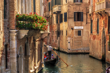 Photo sur Aluminium Venise Venice, Italy. Gondola on a romantic canal.