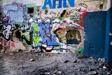 Ruine *** Graffiti - Durchbruch HDR