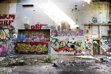 Ruine *** Graffiti - Halle HDR