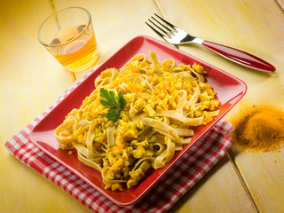 pasta with chicken ragout and curry