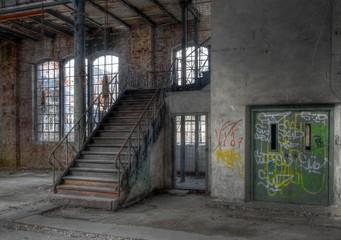 Wall Mural - Alte Treppe in einer verlassenen Halle