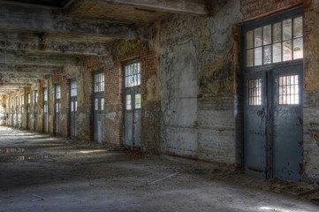 Wall Mural - Verlassene Halle, mehrere Bilder verfügbar