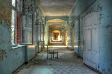 Photo sur cadre textile Ancien hôpital Beelitz Alter Korridor im alten Krankenhaus Beelitz